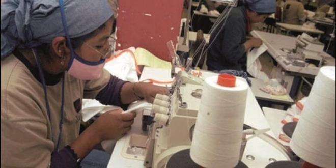 Trabajadores en una empresa textil en La Paz. Foto:Archivo / Página Siete
