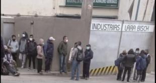 Trabajadores de Lara Bisch después del cierre de la empresa. Foto:Archivo/Página Siete