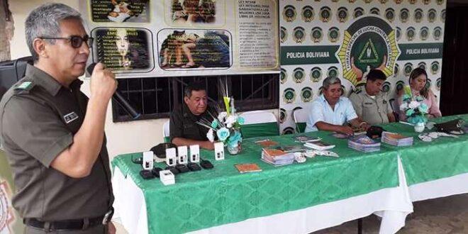 La policía de Yapacaní recibe un vehículo y equipo de comunicación