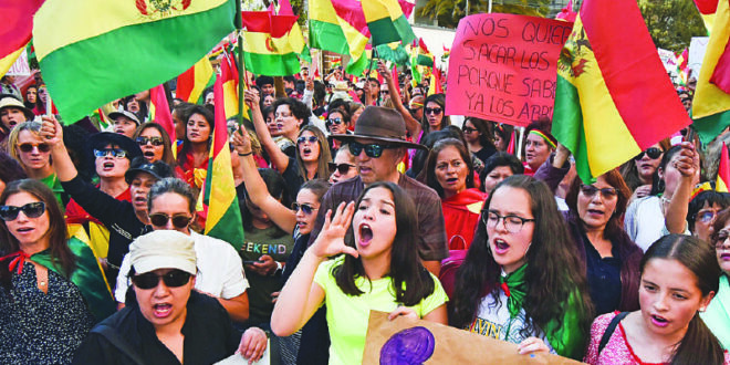 Mujeres, en una manifestación política en La Paz. / Foto: Archivo