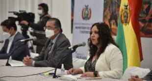 La viceministra María Renee Castro junto al ministro de Salud, Édgar Pozo. Foto: Rodwy Cazón