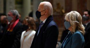 El presidente electo de EEUU, Joe Biden y la entrante Primera Dama Jill Biden durante la misa en la Catedral de San Mateo Apóstol en Washington DC. | AFP