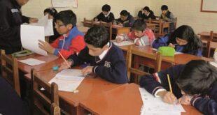 Estudiantes pasan clases en aulas en una gestión anterior, el 2019 se suspendió este formato. Foto:Archivo