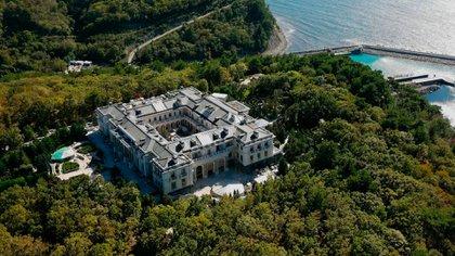 El suntuoso palacio que posee Vladimir Putin a orillas del Mar Negro