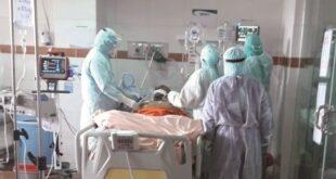 Médicos atienden a pacientes en las unidades de terapia intensiva del Hospital del Norte. Foto:Hospital del Norte