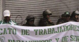 Trabajadores de la Caja Petrolera, al inicio de la huelga. Foto:Fides