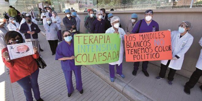 Médicos y profesionales de salud protestan en los últimos días contra la Ley de Emergencia. Foto:Archivo /Página Siete