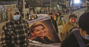 La masiva movilización recorrió El Prado, la avenida Camacho y Miraflores. Fotos: Carlos Sánchez /Página Siete