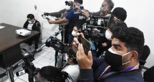 Periodistas de Cochabamba durante una cobertura de prensa.FOTO archivo   Daniel James