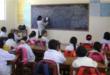 Una imagen de maestros y escolares pasando clases. Urgente.bo