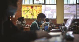 En algunos colegios, los maestros y los padres acordaron la aplicación de clases semipresenciales. Foto:Archivo / Página Siete.