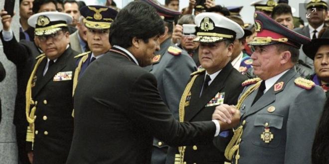 Evo Morales y el general Williams Kaliman en diciembre de 2018. Foto:Archivo / Página Siete.