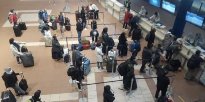 Ciudadanos en el aeropuerto Jorge Wilstermann. FOTO ilustrativa | Los Tiempos