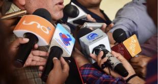 Medios de comunicación durante una cobertura periodística. | Carlos López