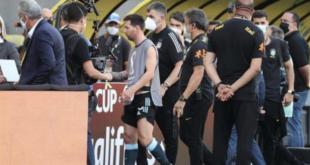 Lionel Messi de Argentina sale del campo | EFE