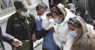 La expresidenta Jeanine Áñez al salir del penal para una consulta médica. | APG