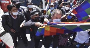 El diputado Miguel Roca, de Comunidad Ciudadana, es agredido en la plaza Murillo. | APG